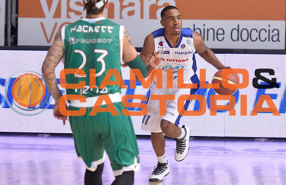 DESCRIZIONE : Cantu' campionato serie A 2013/14 Acqua Vitasnella Cantu' Montepaschi Siena<br /> GIOCATORE : Michael Jenkins<br /> CATEGORIA : palleggio<br /> SQUADRA : Acqua Vitasnella Cantu'<br /> EVENTO : Campionato serie A 2013/14<br /> GARA : Acqua Vitasnella Cantu' Montepaschi Siena<br /> DATA : 24/11/2013<br /> SPORT : Pallacanestro <br /> AUTORE : Agenzia Ciamillo-Castoria/R.Morgano<br /> Galleria : Lega Basket A 2013-2014  <br /> Fotonotizia : Cantu' campionato serie A 2013/14 Acqua Vitasnella Cantu' Montepaschi Siena<br /> Predefinita :