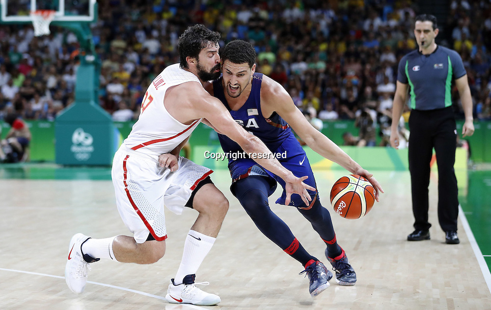 Rio 2016, Basketball Herren Halbfinale, USA - Spanien 19.08.2016. Rio de Janeiro, Brazil. Mens Basketball semi-final at the 2016 Rio Olympic Games. USA versus Spain.  Klay THOMPSON (USA) and Sergio LLULL (ESP)  . The USA won the game by a score of 82-76 to make the final.