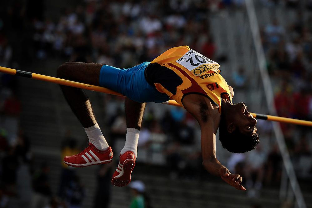 Dissanayake Mudiyanselage M. Milan de Sri Lanka durante la clasificación en el concurso de salto de altura masculino en el cuarto día de los 14º IAAF Mundiales Junior de Atletismo en el Estadio Olímpico Lluis Companys de Barcelona, España el 13 de Julio del 2012.