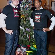 NLD/Hilversum/20121207 - Skyradio Christmas Tree, Albert Verinde en Rogier Komproe bij hun kerstboom