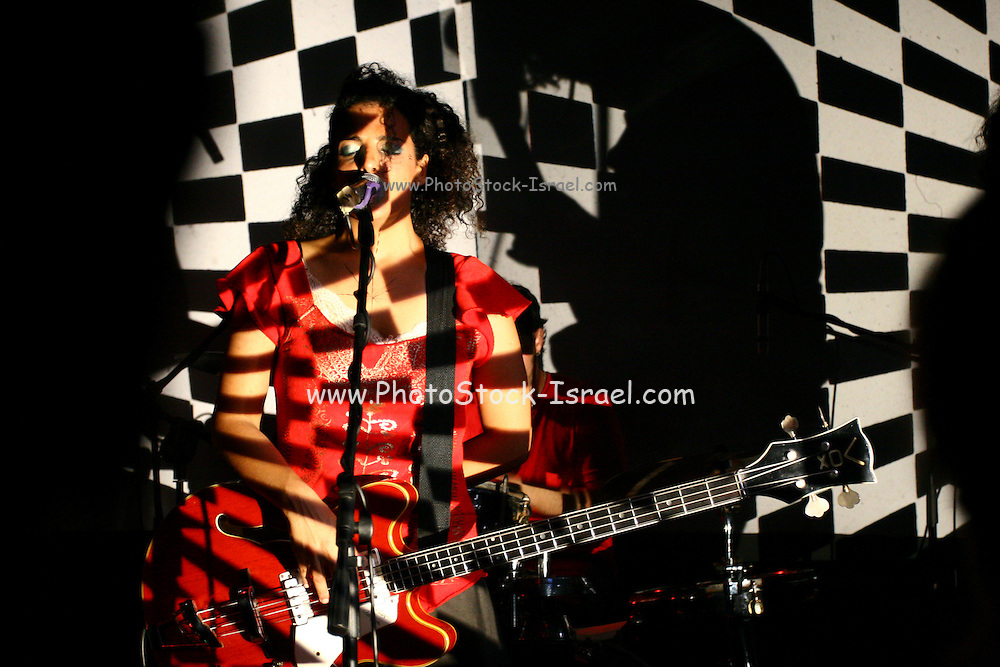 The  Israeli , Brooklyn  Indie rock band  Pink noise at a performance in Tel  Aviv. Sep. 9, 2006.