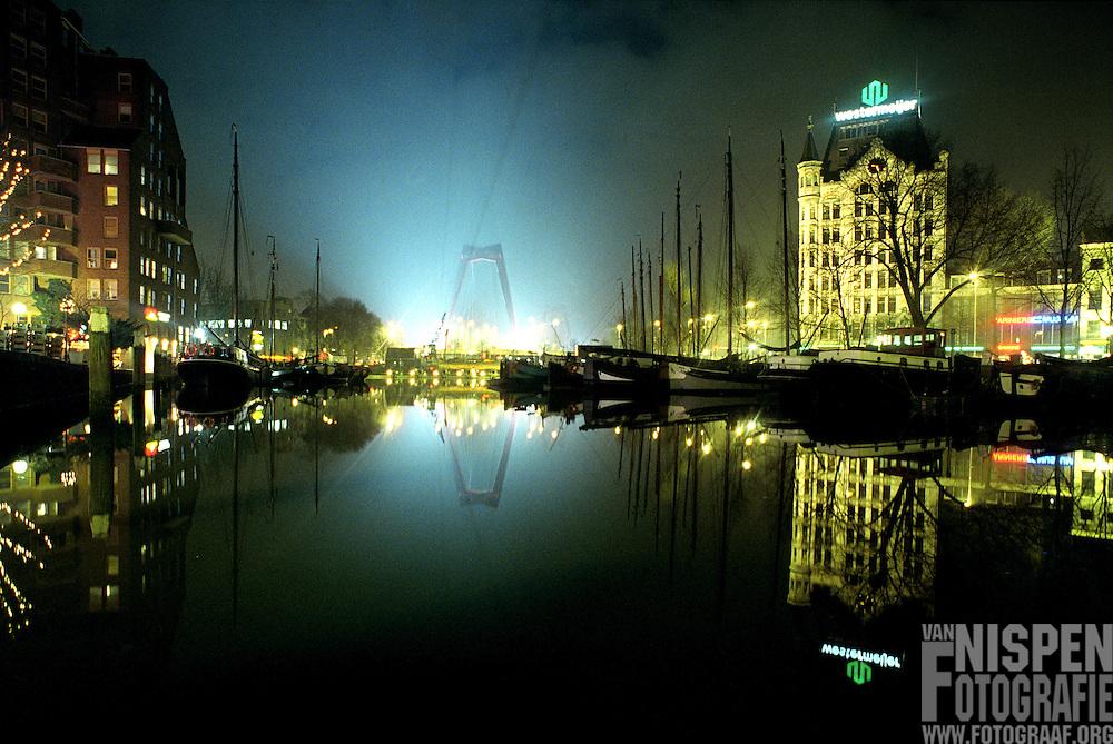 © Roderik van Nispen 1999 Rotterdam, oude haven december 1999 met nacht