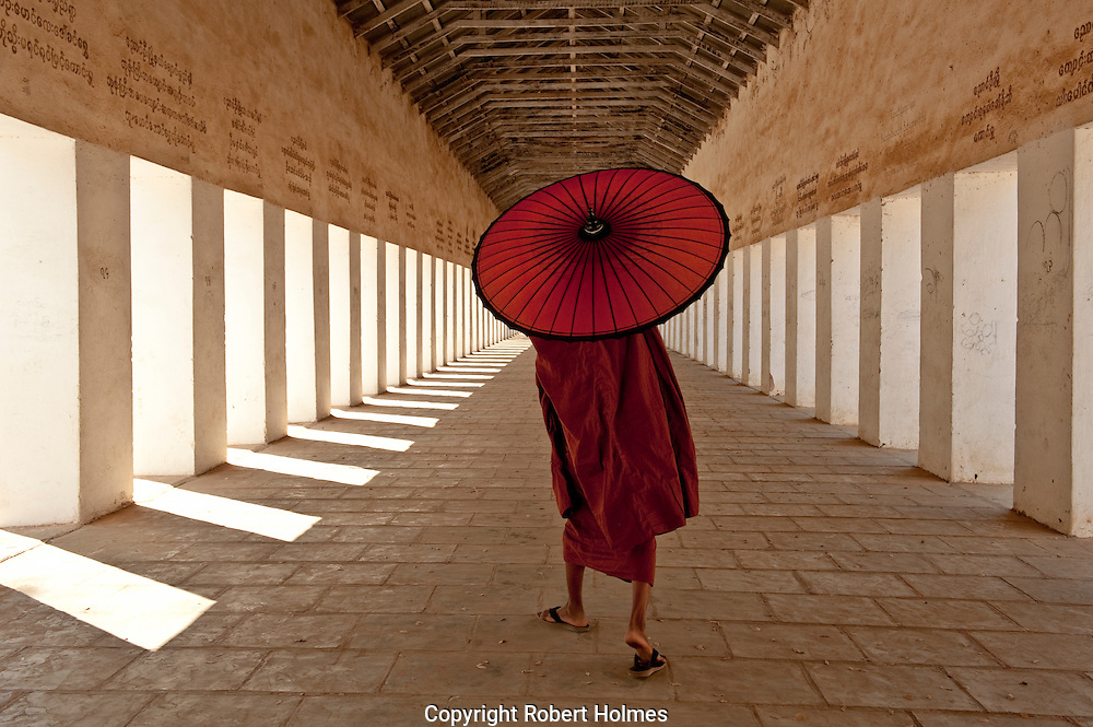 Shwezigon Pagoda, Bagan Myanmar