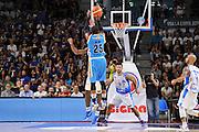 DESCRIZIONE : Beko Legabasket Serie A 2015- 2016 Dinamo Banco di Sardegna Sassari -Vanoli Cremona<br /> GIOCATORE : Tyrus McGee<br /> CATEGORIA : Tiro Tre Punti Three Point Controcampo<br /> SQUADRA : Vanoli Cremona<br /> EVENTO : Beko Legabasket Serie A 2015-2016<br /> GARA : Dinamo Banco di Sardegna Sassari - Vanoli Cremona<br /> DATA : 04/10/2015<br /> SPORT : Pallacanestro <br /> AUTORE : Agenzia Ciamillo-Castoria/C.Atzori