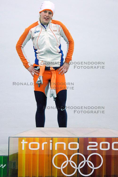 11-02-2006 SCHAATSEN: OLYMPISCHE WINTERSPELEN: 3000 METER DAMES: TORINO<br /> Ireen Wust haalt goud op de 3000 meter<br /> &copy;2006-WWW.FOTOHOOGENDOORN.NL