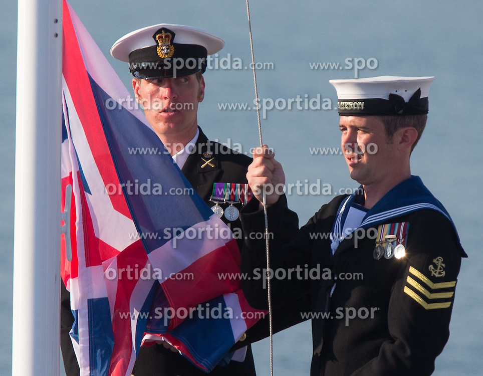 10.08.2012, Bucht von Weymouth, GBR, Olympia 2012, Segeln, Herren, 470er, Podium, im Bild Marine Offiziere hissen die Nationalflagge // marine offizers hissing nations Flag during Sailing men's medal race 470er at the 2012 Summer Olympics at Bay of Weymouth, United Kingdom on 2012/08/10. EXPA Pictures © 2012, PhotoCredit: EXPA/ Johann Groder