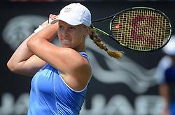 20150612 NED: Tennis Topshelf Open Day 5, Rosmalen<br /> Kiki Bertens heeft in Rosmalen voor de derde keer in haar loopbaan de halve finales van een WTA-toernooi bereikt. De Nederlandse, die tot deze week nog nooit een partij won in Rosmalen, schakelde titelverdedigster Coco Vandeweghe USA uit: 6-4, 6-1.