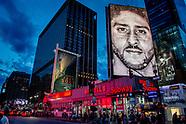 NEW YORK reclame poster in straat beeld van new york  Knielende Kaepernick gezicht nieuwe campagne N