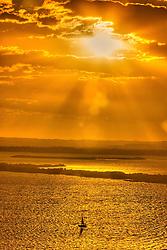 Por-do-sol na zona sul de Porto Alegre com vista para o rio Guaíba. FOTO: Jefferson Bernardes/Preview.com
