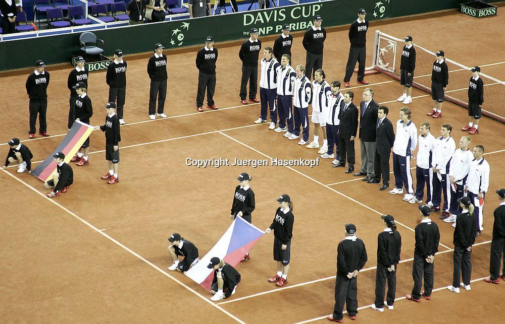 Sport, Tennis, Ausland, Davis Cup Begegnung  Tschechien gegen  Deutschland in der Tipsport Arena in Liberec, Eroeffnungszeremonie, 23.09.2005..