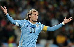 02.07.2010, Soccer City Stadium, Johannesburg, RSA, FIFA WM 2010, Viertelfinale, Uruguay (URU) vs Ghana (GHA) im Bild Diego Forlan (Uruguay) ., EXPA Pictures © 2010, PhotoCredit: EXPA/ InsideFoto/ Perottino, ATTENTION! FOR AUSTRIA AND SLOVENIA ONLY!