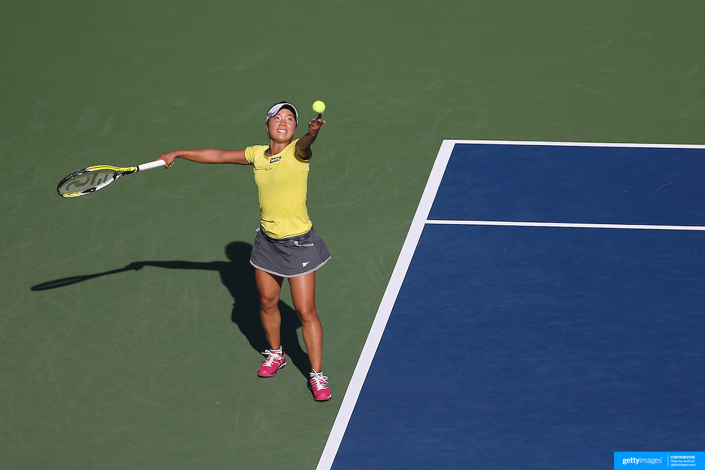 Kurumi Nara, Japan, in action against Sam Stosur, Australia, during the first round of the Connecticut Open at the Connecticut Tennis Center at Yale, New Haven, Connecticut, USA. 18th August 2014. Photo Tim Clayton