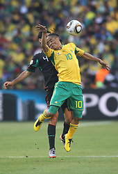 11.06.2010, Soccer City Stadium, Johannesburg, RSA, FIFA WM 2010, Südafrika (RSA) vs Mexico (MEX), im Bild Steven Pienaar of South Africa in action with Rafael Marquez of Mexico, EXPA Pictures © 2010, PhotoCredit: EXPA/ IPS/ Mark Atkins