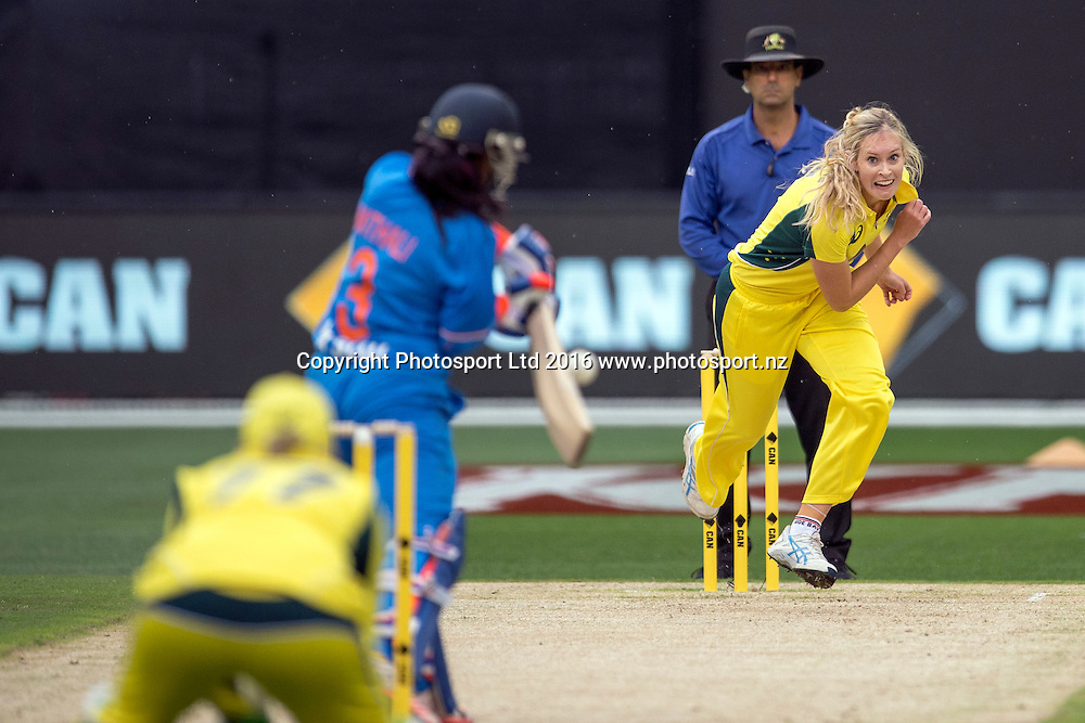 Australia's Holly Ferling in action during the Women's Twenty20 match between Australia and India at the MCG in Melbourne, Australia. Friday 29 January 2016. Copyright photo: Raghavan Venugopal / www.photosport.nz