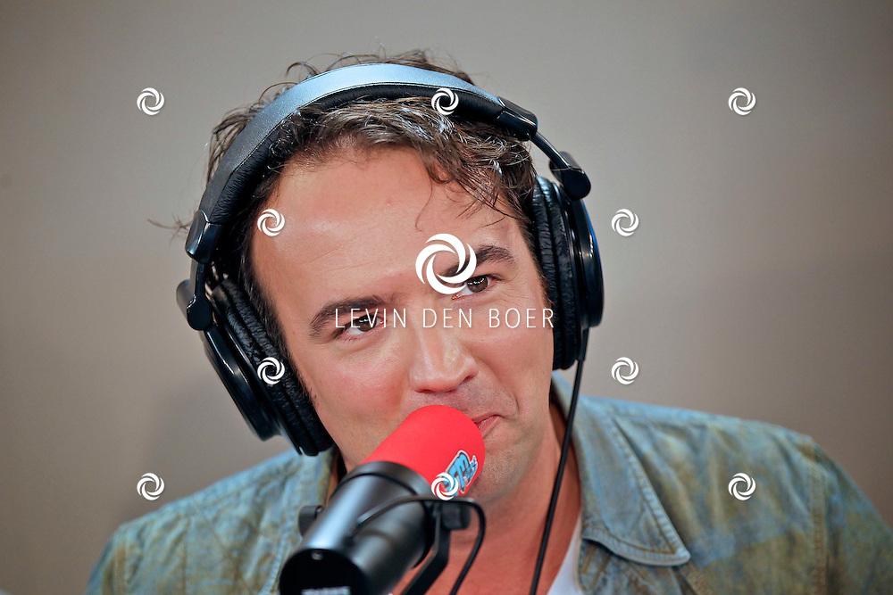 LEIDEN - De 3FM Serious Request actie is weer van start gegaan in Leiden.  Met op de foto Gerard Ekdom. FOTO LEVIN DEN BOER - PERSFOTO.NU