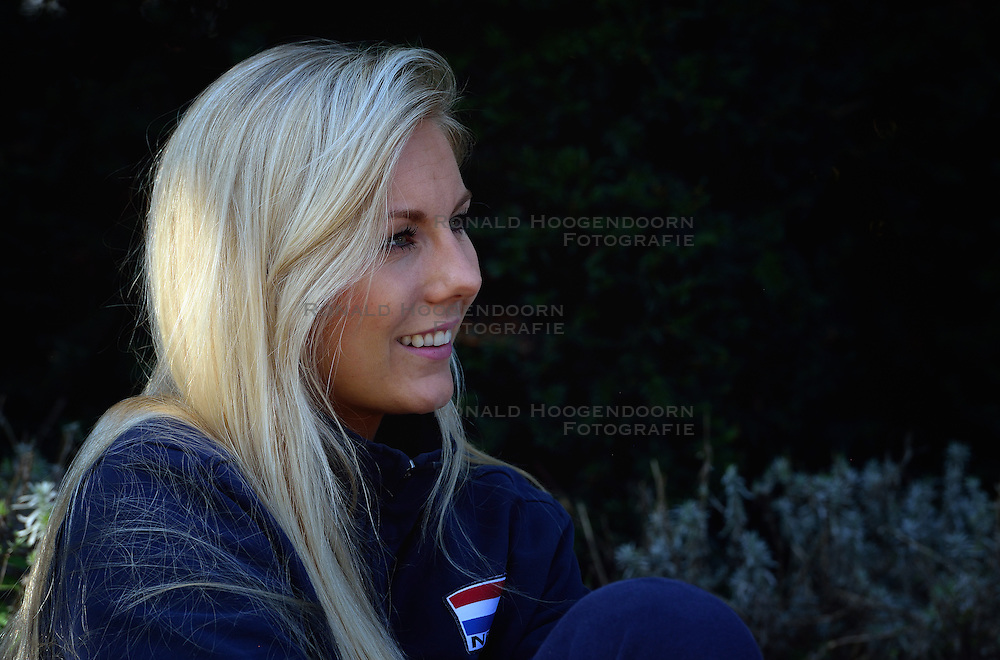 02-10-2015 NED: Volleyball European Championship persmoment Nederland, Rotterdam<br /> Op de rustdag heeft het Nederlands team een pers moment / Laura Dijkema #14