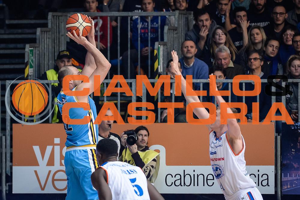 DESCRIZIONE : Cantu Lega A 2015-16 <br /> GIOCATORE : Marco Cusin<br /> CATEGORIA : Tiro Tre Punti Controcampo<br /> SQUADRA : Vanoli Cremona<br /> EVENTO : Campionato Lega A 2015-2016<br /> GARA : Acqua Vitasnella Cantu' Vanoli Cremona <br /> DATA : 14/12/2015<br /> <br /> SPORT : Pallacanestro<br /> AUTORE : Agenzia Ciamillo-Castoria/M.Ozbot<br /> Galleria : Lega Basket A 2015-2016 <br /> Fotonotizia: Cantu Lega A 2015-16