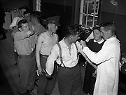Pte. K O'Sullivan and men from the 6th Battalion line up to be vaccinated against yellow fever by Comdt Laurence O'Toole, Army Medical Corps. The troops were on their way to the Congo. .22.07.1960<br />