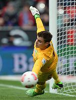 FUSSBALL   1. BUNDESLIGA   SAISON 2012/2013    31. SPIELTAG Bayer 04 Leverkusen - SV Werder Bremen                  27.04.2013 Sebastian Mielitz (SV Werder Bremen) kann den Elfmeter zum 1:0 nicht parieren