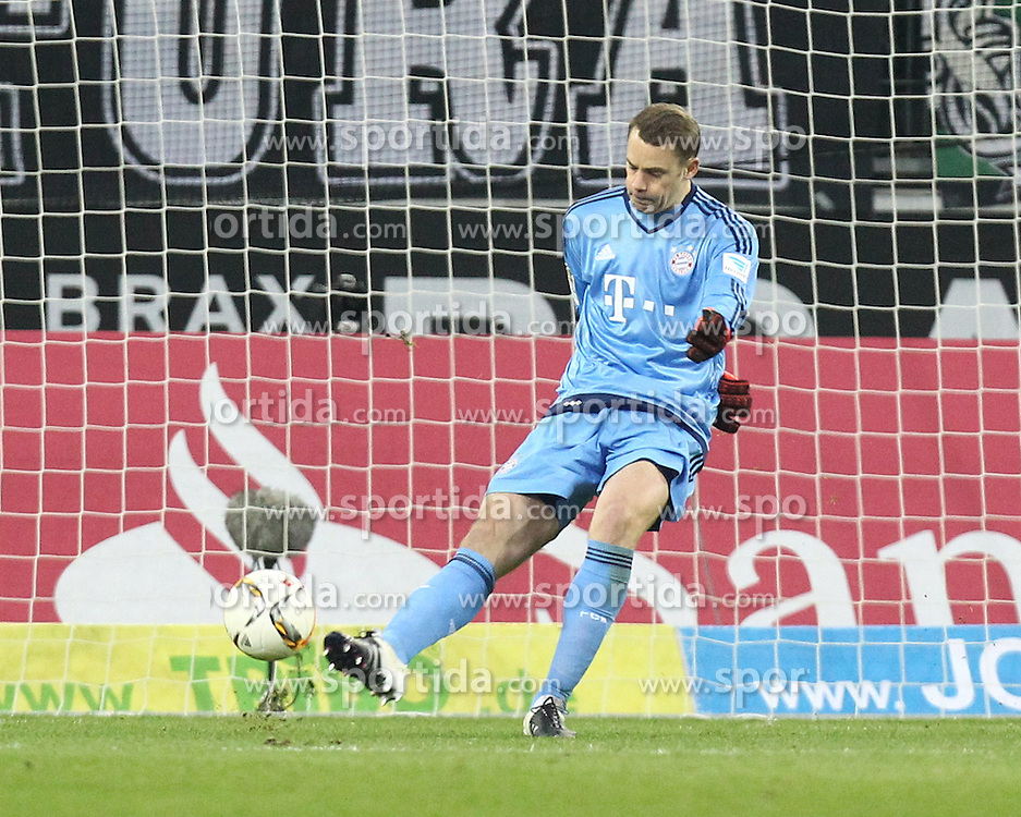 05.12.2015, Stadion im Borussia Park, Moenchengladbach, GER, 1. FBL, Borussia Moenchengladbach vs FC Bayern Muenchen, 15. Runde, im Bild Schuss von Manuel Neuer (#1, Torwart, FC Bayern Muenchen), // during the German Bundesliga 15th round match between Borussia Moenchengladbach and FC Bayern Muenchen at the Stadion im Borussia Park in Moenchengladbach, Germany on 2015/12/05. EXPA Pictures &copy; 2015, PhotoCredit: EXPA/ Eibner-Pressefoto/ Deutzmann<br /> <br /> *****ATTENTION - OUT of GER*****