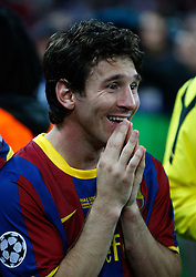 28.05.2011, Wembley Stadium, London, ENG, UEFA CHAMPIONSLEAGUE FINALE 2011, FC Barcelona (ESP) vs Manchester United (ENG), im Bild Lionel Messi freut sich wie ein Kind über den Sieg im Finale und über die Ehrung Man of the Match., EXPA Pictures © 2011, PhotoCredit: EXPA/ InsideFoto/ Paolo Nucci *** ATTENTION *** FOR AUSTRIA AND SLOVENIA USE ONLY!