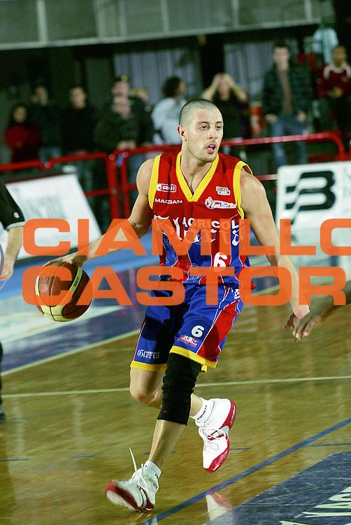 DESCRIZIONE : Montecatini Lega A2 2005-06 Agricola Gloria RB Montecatini Terme Ignis Basket Castelletto Ticino<br /> GIOCATORE : Meini<br /> SQUADRA : Agricola Gloria RB Montecatini Terme<br /> EVENTO : Campionato Lega A2 2005-2006<br /> GARA : Agricola Gloria RB Montecatini Terme Ignis Basket Castelletto Ticino<br /> DATA : 29/01/2006<br /> CATEGORIA : Palleggio<br /> SPORT : Pallacanestro<br /> AUTORE : Agenzia Ciamillo-Castoria/Stefano D'Errico
