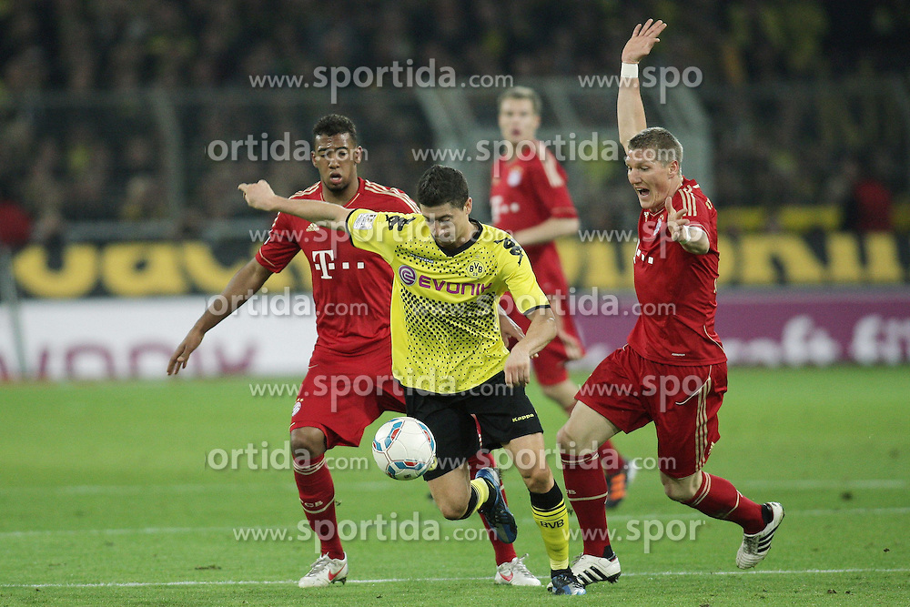 11.04.2012, Signal-Iduna-Park, Dortmund, GER, 1. FBL, Borussia Dortmund vs FC Bayern Muenchen, 30. Spieltag, im Bild v.l. Jerome Boateng (FC Bayern Muenchen), Robert Lewandowski (Borussia Dortmund), Bastian Schweinsteiger (FC Bayern Muenchen), Aktion // during the German Bundesliga Match, 30th Round between Borussia Dortmund and FC Bayern Muenchen at the Signal Iduna Park, Dortmund, Germany on 2012/04/11. EXPA Pictures © 2012, PhotoCredit: EXPA/ Eibner/ Oliver Vogler..***** ATTENTION - OUT OF GER *****