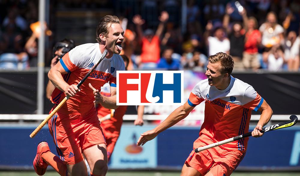 BREDA -  Mirco Pruyser (Ned)  heeft de stand op 2-0 gebracht tijdens de wedstrijd om brons tussen Nederland en Argentinie (2-0) bij de Hockey Champions Trophy. rechts Thijs van Dam (Ned) COPYRIGHT KOEN SUYK