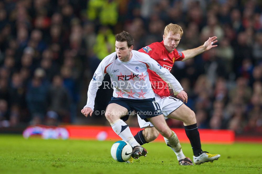 MANCHESTER, ENGLAND - Wednesday, March 19, 2008: Manchester United's Paul Scholes and Bolton Wanderers' Danny Guthrie during the Premiership match at Old Trafford. (Photo by David Rawcliffe/Propaganda)