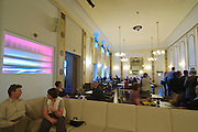 Schauspielhaus, Restaurant Felix, Dresden, Sachsen, Deutschland.|.Theatre at night, Restaurant Felix, Dresden, Germany
