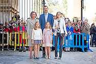 PALMA DE MALLORCA -, Queen Sofia, Prince Felipe, Princess Letizia, Princess Leonor, Princess Sofia attend the eastern mass at the cathedral in Palma de Mallorca, 5 April 2015. COPYRIGHT ROBIN UTRECHT<br /> eastern mass mis pasen paas spaanse spain spanje palma de mallorca princess prinses leonor sofia king koning juan carlos koningin queen sofia princess prinses letizia elena prince prins felipe