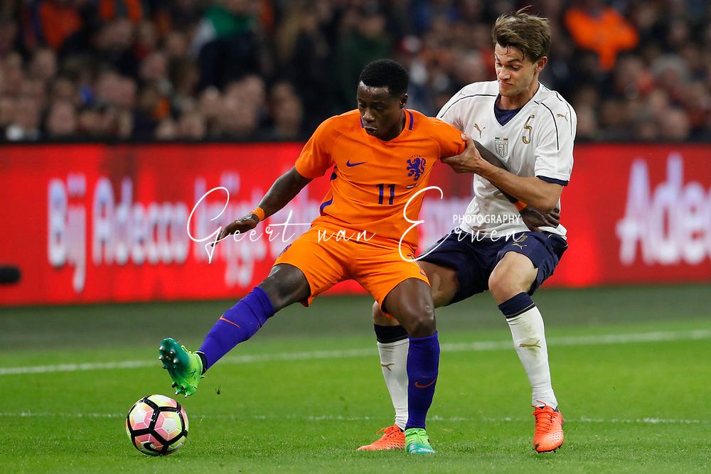 28-03-2017 VOETBAL:NEDERLAND - ITALIE:AMSTERDAM<br /> <br /> Quincy Promes (Spartak Moskou) of Holland in duel met Daniele Rugani of Italy <br /> <br /> Foto: Geert van Erven