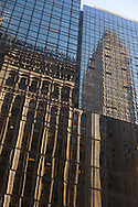 New York , 42 nd street, reflection on a mirror tower