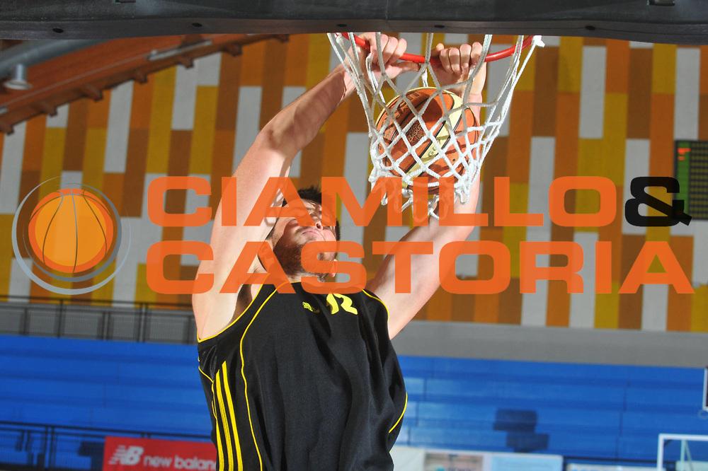 DESCRIZIONE : Caorle Lega A 2009-10 3&deg; Torneo Citt&agrave; di Caorle Benetton Treviso Aris Salonicco <br /> GIOCATORE : Gaios Skordilis<br /> SQUADRA : Aris Salonicco<br /> EVENTO : Campionato Lega A 2009-2010 <br /> GARA : Benetton Treviso Aris Salonicco<br /> DATA : 11/09/2009<br /> CATEGORIA :  Schiacciata<br /> SPORT : Pallacanestro <br /> AUTORE : Agenzia Ciamillo-Castoria/M.Gregolin<br /> Galleria : Lega Basket A 2009-2010 <br /> Fotonotizia : Caorle Lega A 2009-10 3&deg; Torneo Citt&agrave; di Caorle Benetton Treviso Aris Salonicco <br /> Predefinita :