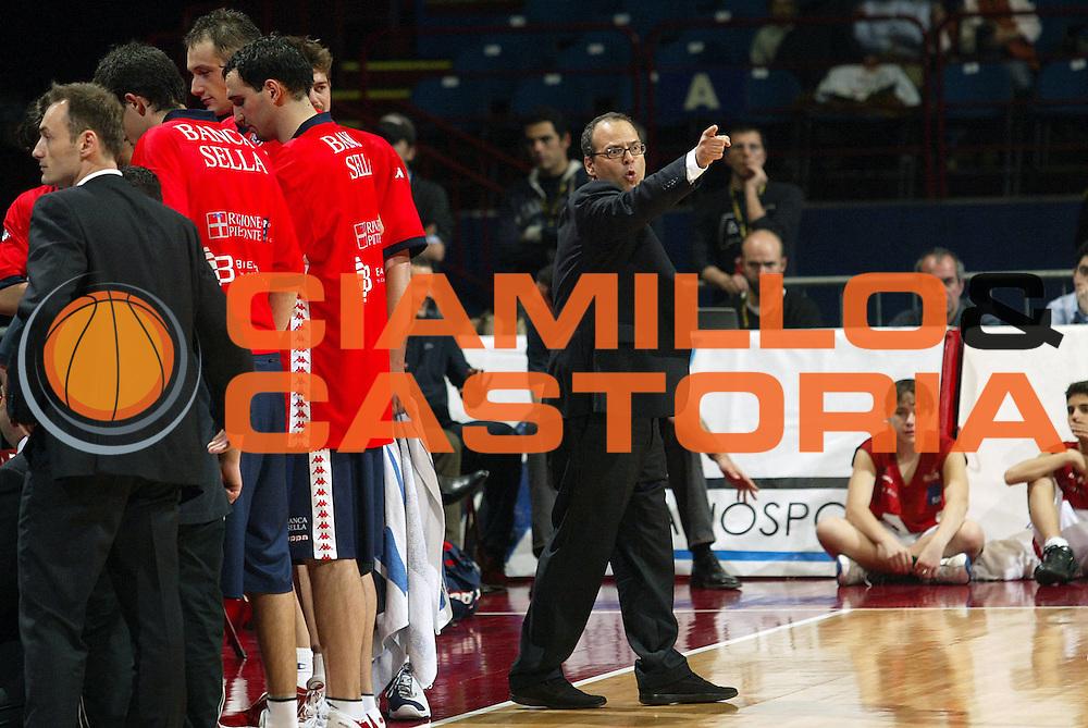 DESCRIZIONE : Milano Lega A1 2005-06 Armani Jeans Olimpia Milano Angelico Biella <br />GIOCATORE : Atripaldi<br />SQUADRA : Angelico Biella<br />EVENTO : Campionato Lega A1 2005-2006<br />GARA : Armani Jeans Olimpia Milano Angelico Biella<br />DATA : 11/05/2006<br />CATEGORIA : Delusione<br />SPORT : Pallacanestro<br />AUTORE : Agenzia Ciamillo-Castoria/S.Ceretti