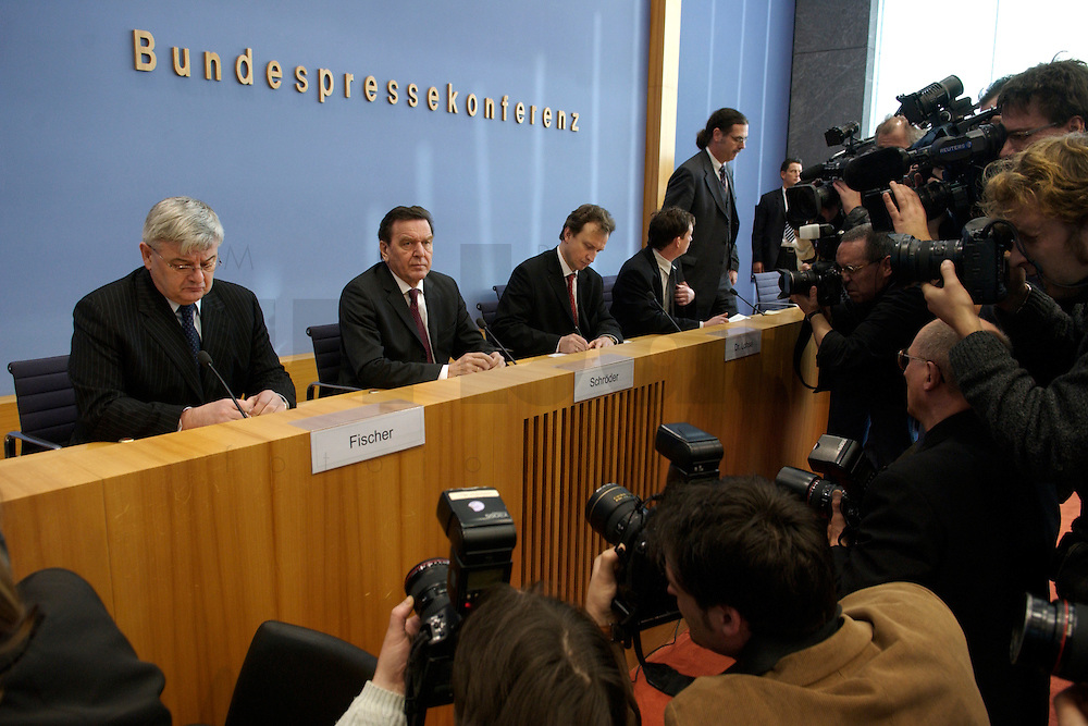 05 JAN 2005, BERLIN/GERMANY:<br /> Joschka Fischer (L), B90/Gruene, Bundesaussenminister, und Gerhard Schroeder (M), SPD, Bundeskanzler, vor Beginn einer Pressekonferenz zur Fluthilfe der Bundesregierung<br /> and Joschka Fischer (L), Federal Minister of Foreign Affairs, und Gerhard Schroeder (M), Federal Chancellor of Germany, before the beginning of a press conferece about the donations for the tsunami-hit nations<br /> IMAGE: 20050105-01-006<br /> KEYWORDS: Gerhard Schröder, Flutkatastrophe, Sturmflut, Erdbeben, Treppe, Tsunami, Journalisten, Fotografen, Kamera, Camera
