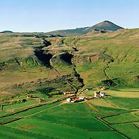Hjarðarfell 1985 séð til norðurs,  Eyja- og Miklaholtshreppur / Hjardarfell viewing north, Eyja- and Miklaholtshreppur.