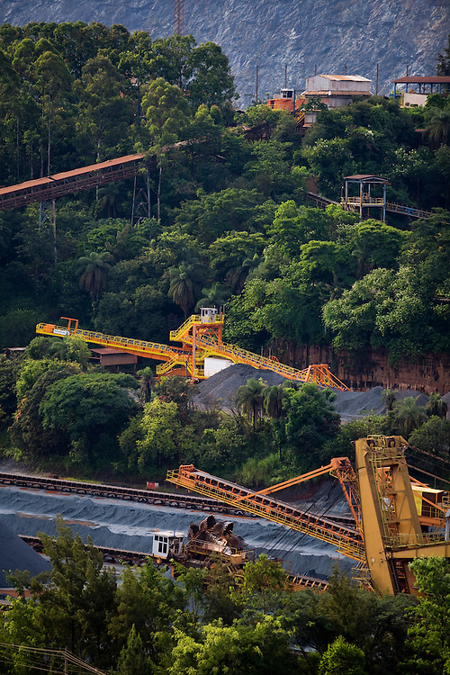 Itabira_MG, Brasil...Mineracao em Itabira, Minas Gerais. Na foto a mina do Caue...The mining in Itabira, Minas Gerais. In this photo the Caue coal mine...Foto: LEO DRUMOND / NITRO