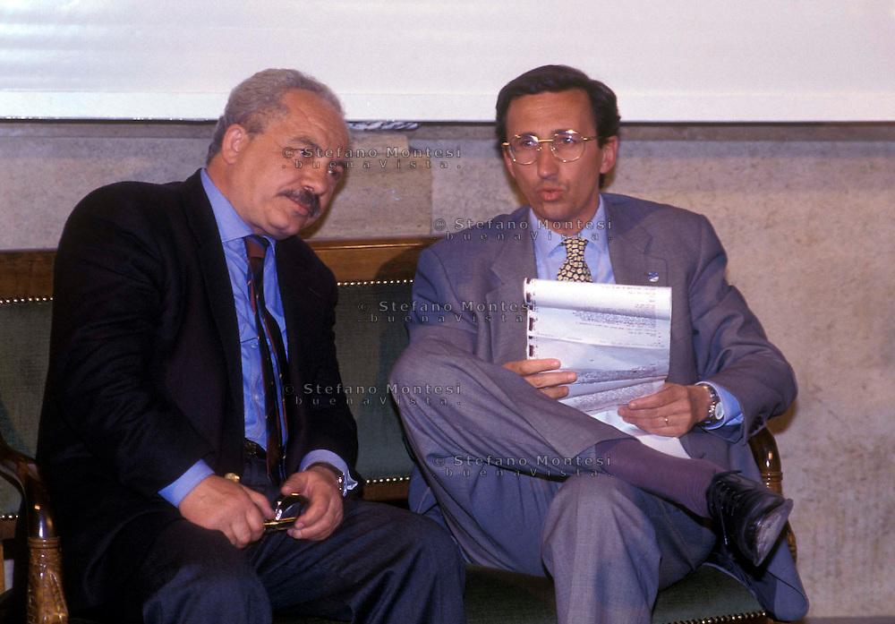 Roma Aprile 1994 ..Gianfranco Fini (Alleanza Nazionale) in attesa dei risultati delle elezioni politiche con Teodoro Buontempo.