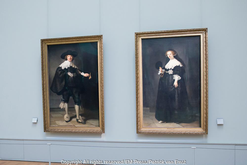 Staatsbezoek aan Frankrijk dag 1 - Staatsbezoek aan Frankrijk dag 1 - Louvre<br /> <br /> State Visit to France Day 1 - Staatsbezoek aan Frankrijk dag 1 - Louvre<br /> <br /> Rembrandts huwelijksportretten van Maerten Soolmans en Oopjen Coppit uit 1634.