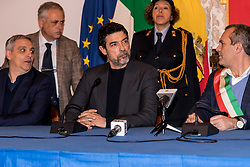 December 17, 2018 - Naples, Italy/Campania, Italy - The great actor of ''Bastardi di Pizzofalcone Alessandro Gassmann, son of Vittorio Gassmann received in the presence of the Mayor Luigi de Magistris, the Councilor Nino Daniele and the writer Maurizio De Giovanni the honorary citizenship of Naples in the Sala Giunta of the City of Naples (Credit Image: © Sonia Brandolone/Pacific Press via ZUMA Wire)
