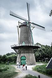 THEMENBILD - Windmuehlen sind eines der typischen Sehenwuerdigkeiten in der Niederlande. Wichtig waren sie vor allem in windreichen Gegenden, wie den Niederlande, wo sie verwendet wurden um Arbeit zu verrichten., Aufgenommen am 27. Juli 2016 in Hulst // Wind mills are one of the typical sights of the Netherlands. They were important in regions with a lot of wind, where they were used to make work, Hulst, Netherlands on 2016/07/27. EXPA Pictures © 2016, PhotoCredit: EXPA/ Sebastian Pucher