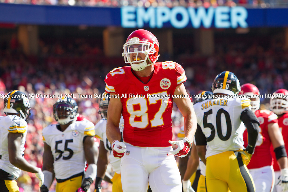 October 25, 2015: Kansas City Chiefs tight end Travis Kelce (87) after a first down during the NFL game between the Pittsburgh Steelers and the Kansas City Chiefs at Kauffman Stadium in Kansas City, Missouri. (Photo by William Purnell/Icon Sportswire)