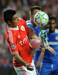 27.03.2012, Estadio da Luz, Lissabon, POR, UEFA CL, Viertelfinal-Hinspiel, Benfica Lissabon (POR) vs FC Chelsea (ENG), im Bild Benfica's Oscar Cardozo, from Paraguay, left, fights for the ball with Chelsea's John Terry // during the UEFA Champions League Quarter-final first leg Match between Benfica Lissabon (POR) and FC Chelsea (ENG) at Estadio da Luz, Lisbon, Portugal on 2012/03/27. EXPA Pictures © 2012, PhotoCredit: EXPA/ Newspix/ Cityfiles..***** ATTENTION - for AUT, SLO, CRO, SRB, SUI and SWE only *****