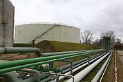 Mannheim. 06.03.17 | BILD- ID 039 |<br /> Friesenheimer Insel. BASF Anlage. Produktion im Werksteil Friesenheimer Insel. <br /> In den Produktionsanlagen der BASF werden Rohstoffe durch chemische Reaktionen in<br /> andere Stoffe umgewandelt. Dies geschieht bei den Anlagen im Werksteil Friesenheimer<br /> Insel im ständigen Durchlauf (kontinuierliche Produktion). Dabei laufen die Reaktionen<br /> unter hohem Druck und erhöhter Temperatur ab. Einsatzstoffe und erzeugte Stoffe werden<br /> zwischengelagert und per Rohrleitung, Tankschiff, Kesselwagen und Tankzug bezogen oder abtransportiert. <br /> Bild: Markus Prosswitz 06MAR17 / masterpress (Bild ist honorarpflichtig - No Model Release!)