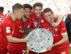 18.05.2019, Allianz Arena, Muenchen, GER, 1. FBL, FC Bayern Muenchen vs Eintracht Frankfurt, 34. Runde, Meisterfeier nach Spielende, im Bild von links: Joshua Kimmich, Serge Gnabry, Leon Goretzka und Thomas Müller mit Meisterschale // during the celebration after winning the championship of German Bundesliga season 2018/2019. Allianz Arena in Munich, Germany on 2019/05/18. EXPA Pictures © 2019, PhotoCredit: EXPA/ SM<br /> <br /> *****ATTENTION - OUT of GER*****