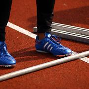 Arenagames 2004, 110 meter horden heren, Blauwe schoen Gregory Sedoc, gymschoenen