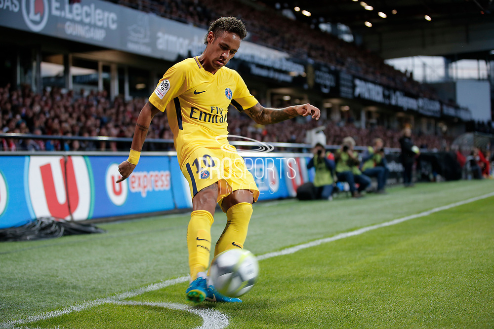 Neymar da Silva Santos Junior - Neymar Jr (PSG) kicked it first corner during the French championship L1 football match between EA Guingamp v Paris Saint-Germain, on August 13, 2017 at the Roudourou stadium in Guingamp, France - Photo Stephane Allaman / ProSportsImages / DPPI