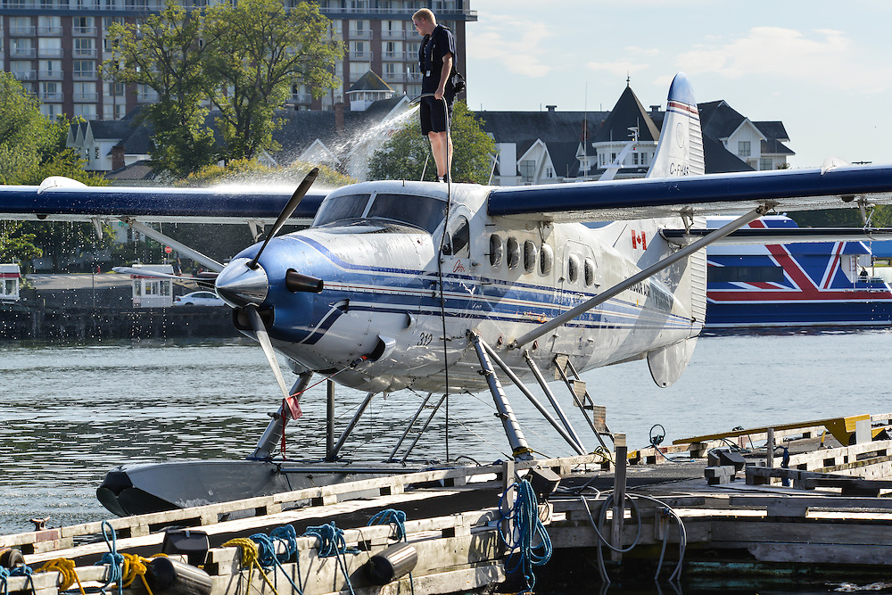 Washing a Harbour Air DeHavilland Single Otter