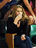AUSTRALIAN OPEN MELBOURNE 25/01/05<br />STEFFI GRAF LOOKS ON AS ANDRE AGASSI (USA) WAVES FAREWELL IN WHAT MAY BE HIS  LAST AUSSIE OPEN<br />Photo Roger Parker  Fotosports International